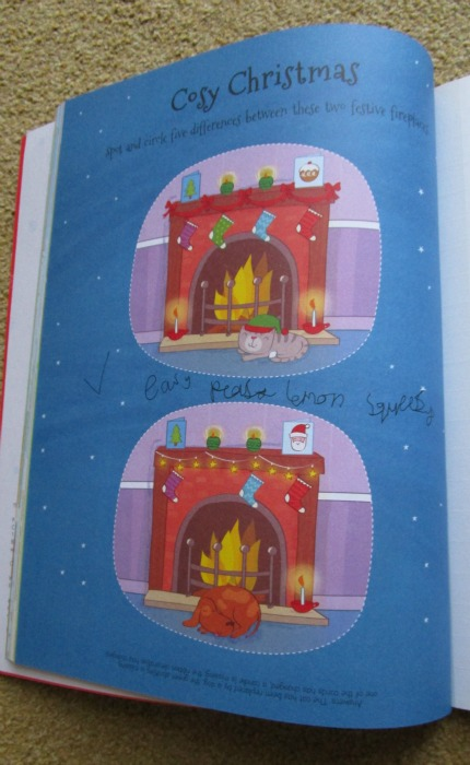 4000 Stickers Christmas Book Spot the difference