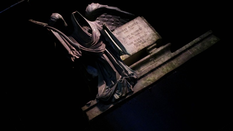 harry potter tour tom riddle statue
