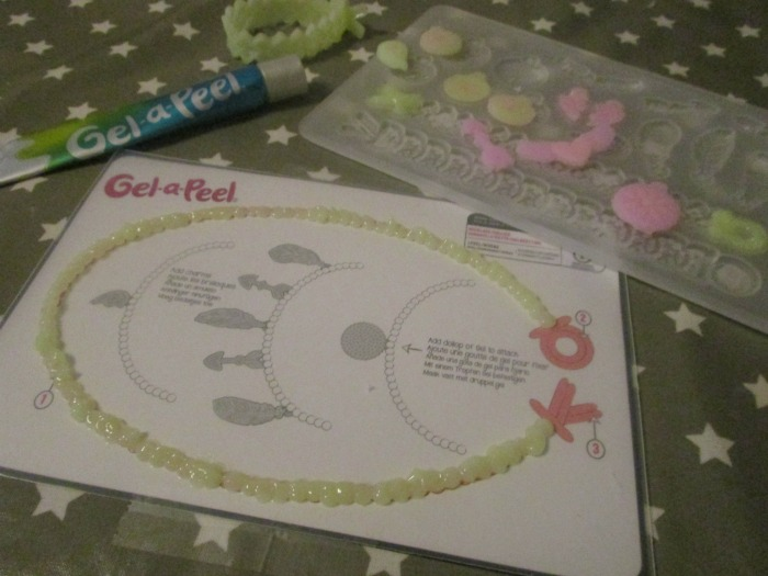 Gel-a-peel colour change kit necklace being made without clasps